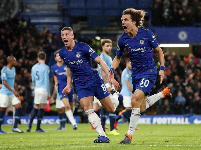 David Luiz merayakan gol yang dia buat ke gawang Manchester City (Reuters/John Sibley)