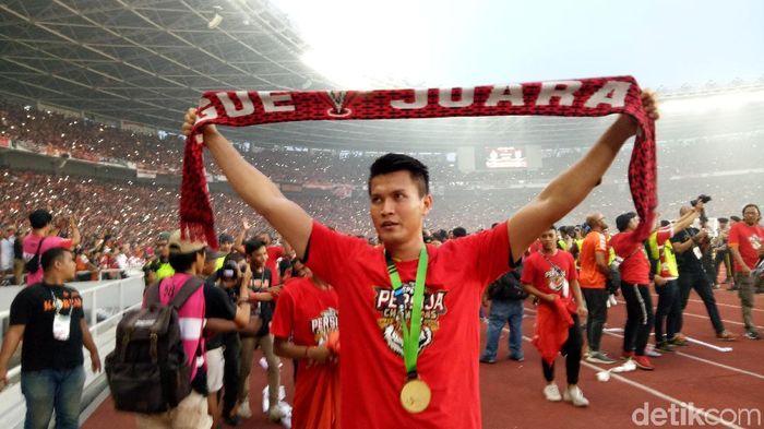 Shahar Ginanjar merayakan keberhasilan Persija Jakarta jadi juara Liga 1 2018 (Randy Prasatya/detikSport)
