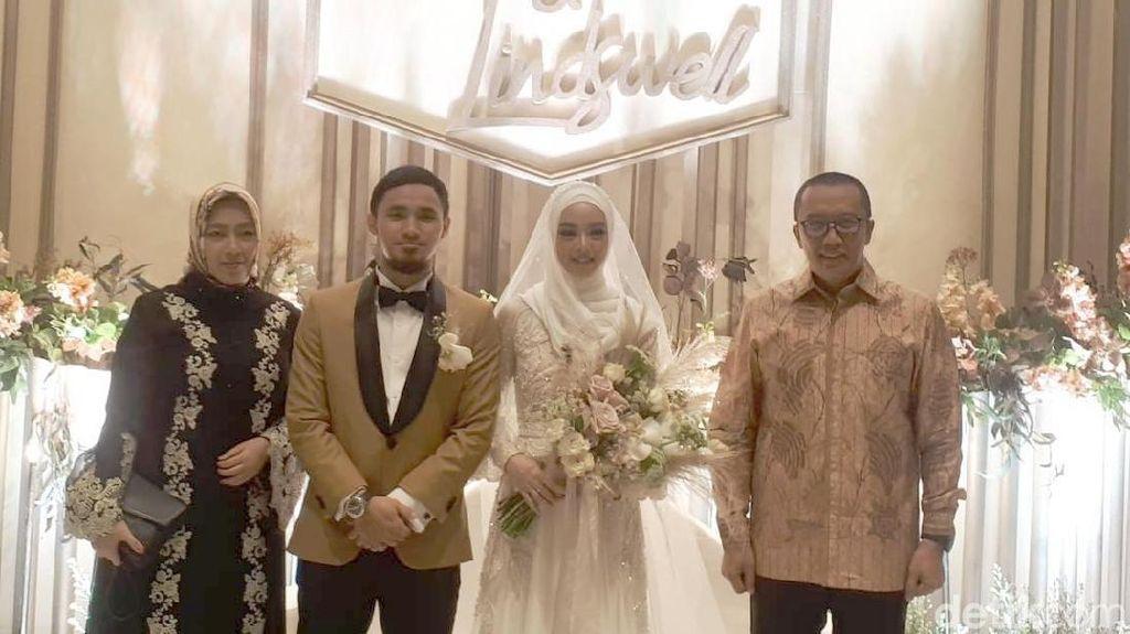 Menpora Imam Hadiri Resepsi Pernikahan LIndswell Kwok dan Hulaefi