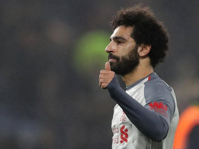 Mohamed Salah memberikan penghargaan man of match miliknya kepada James Milner. (Foto: Scott Heppell/ Reuters)