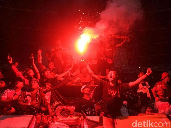 Pendukung Persija Jakarta merayakan keberhasilan menjadi juara Liga 1 2018. (Foto: Rifkianto Nugroho/detikcom)