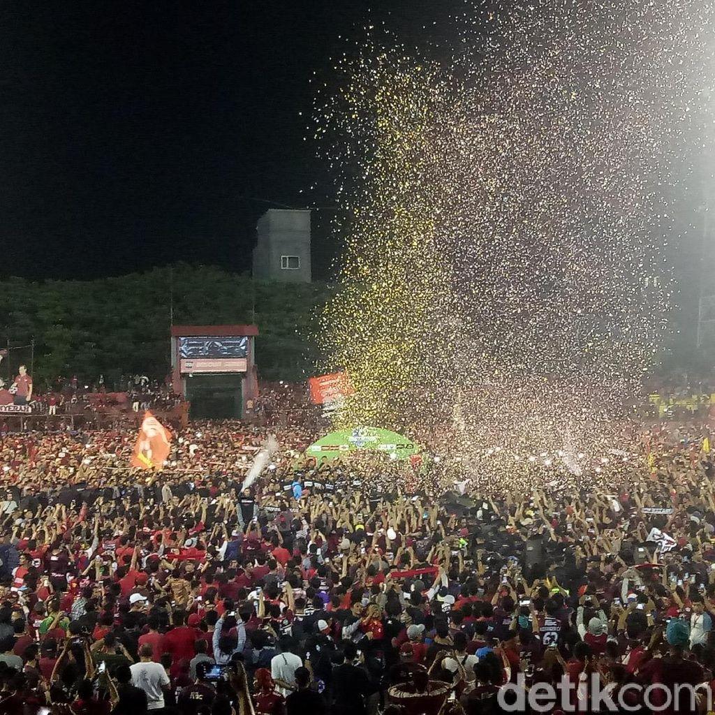 Gagal Juara, PSM Rayakan Kemenangan dan Pesta Kembang Api di Makassar
