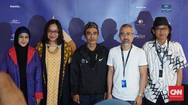 Kepala Puslitbang Film Kemendikbud Maman Wijaya (tengah).