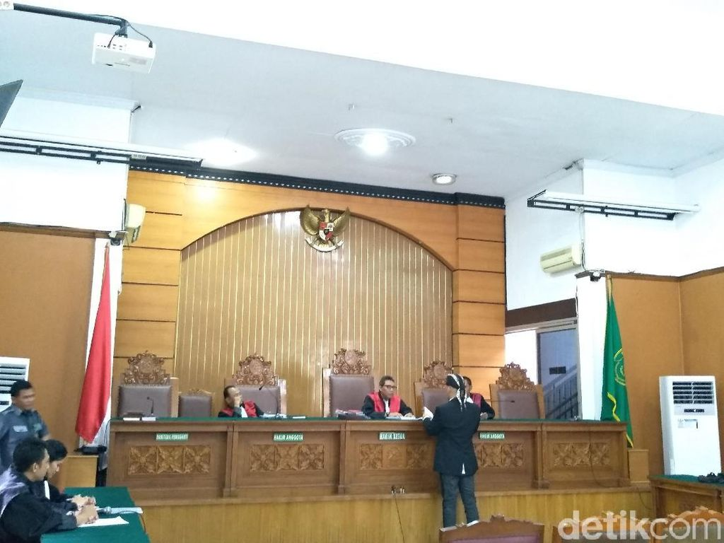 Pleidoi Belum Lengkap, Sidang Ahmad Dhani Ditunda Minggu Depan