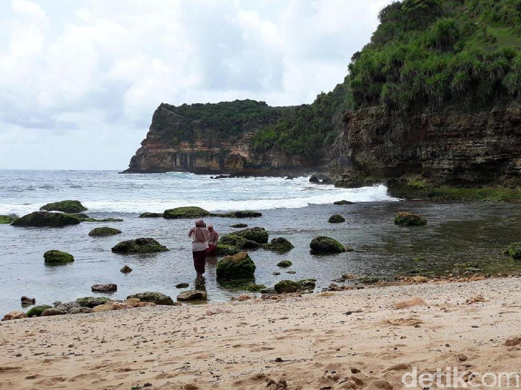 Foto: Libur Akhir Tahun ke Pantai Pribadi di Gunungkidul