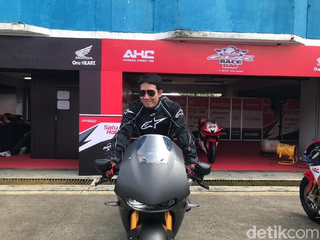 Desta Ketagihan Geber Motor MotoGP di Sentul