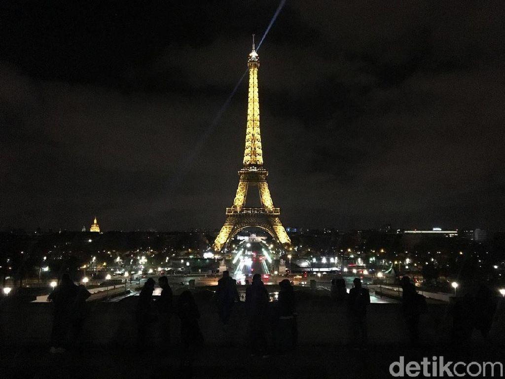 Menara Eiffel Akan Dibuka tapi Harus Naik Tangga, Capek Nggak Ya?