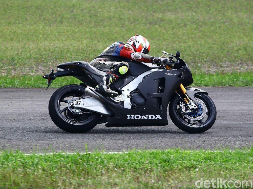 Mereka yang Beruntung Menjajal Motor Marquez