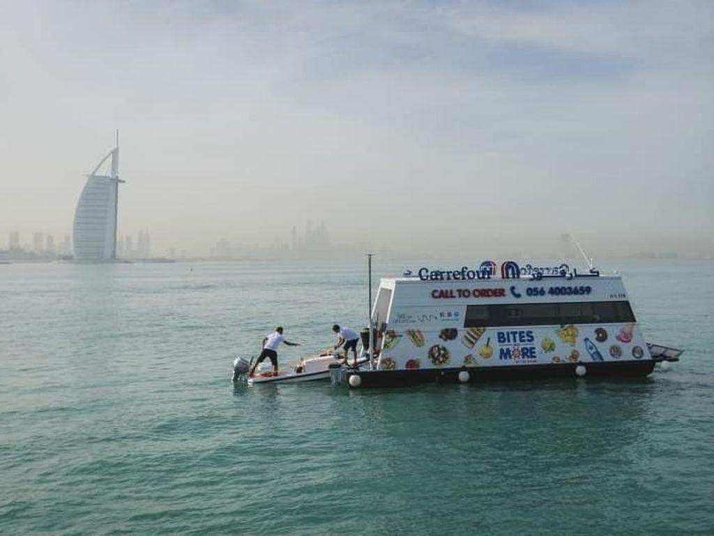 Dubai Luncurkan Supermarket Apung Pertama di Dunia