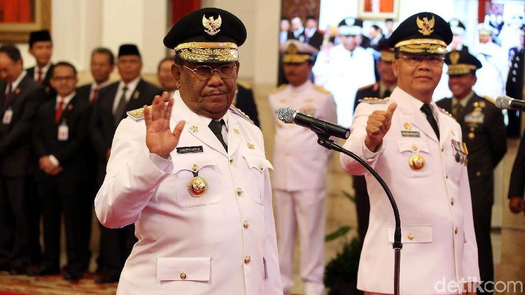 Jokowi Lantik Plt Gubernur Riau dan Bengkulu