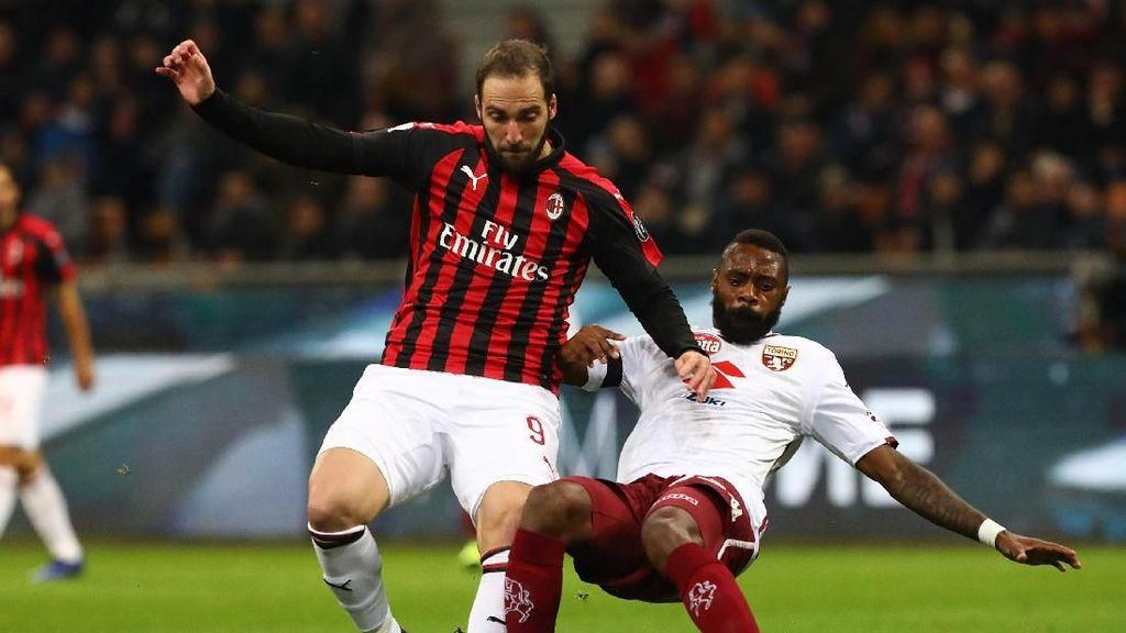 Thiago Silva: Higuain Simpan Gol untuk Lawan Juve