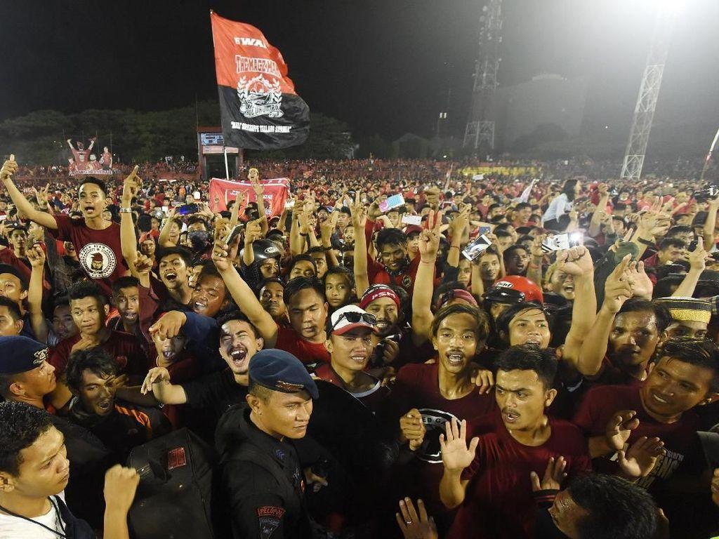 Suporter PSM Makassar Dibacok Saat Arak-arakan