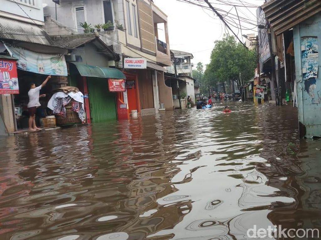 Warga Dekat Kali Mampang: Kalau Hujan Deras Pasti Banjir