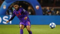 Joe Gomez Diperkirakan Fit Main Lawan Porto