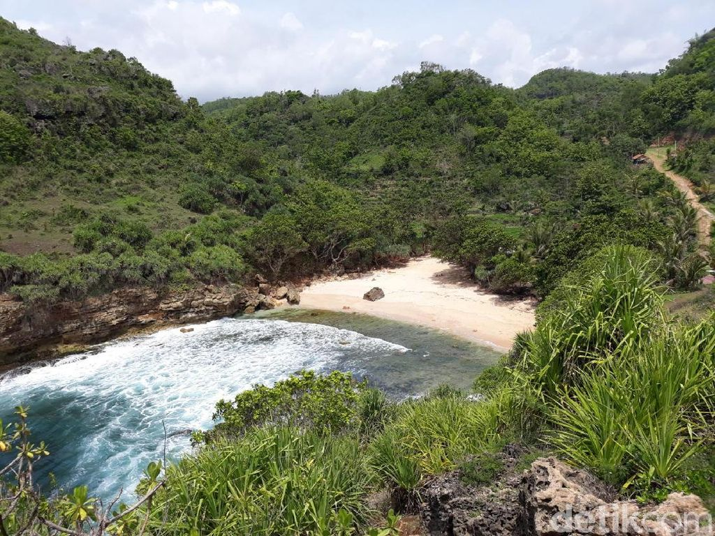 Tersembunyi dan Sepi, Inilah Pantai Ngitun Gunungkidul