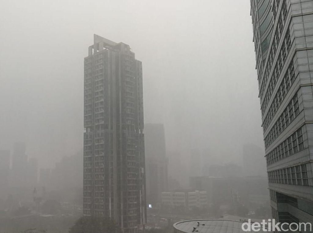 Jakarta Diguyur Hujan Lebat, Petir Bersahut-sahutan