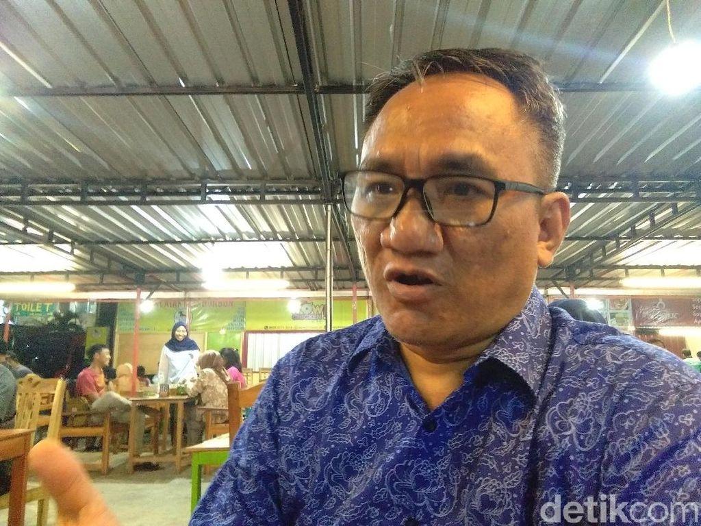 Andi Arief Mencuit Perdana Pasca-penangkapan: Maaf Saya Bikin Marah