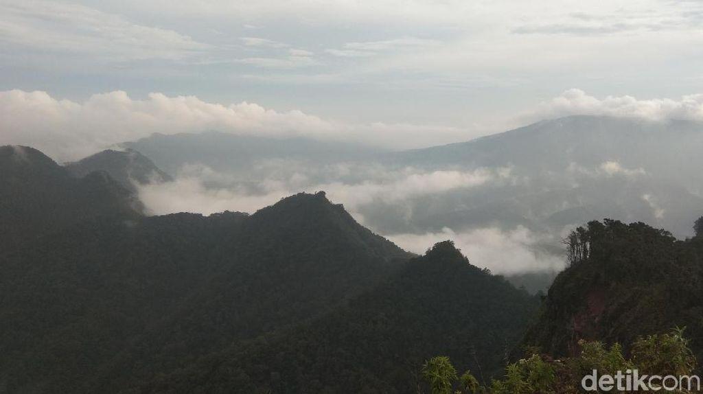 Foto: Liburan Naik Gunung Burangrang