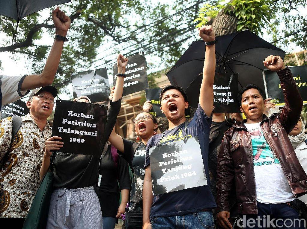 Puluhan Orang Gelar Aksi Unjuk Rasa di Kantor Komnas HAM