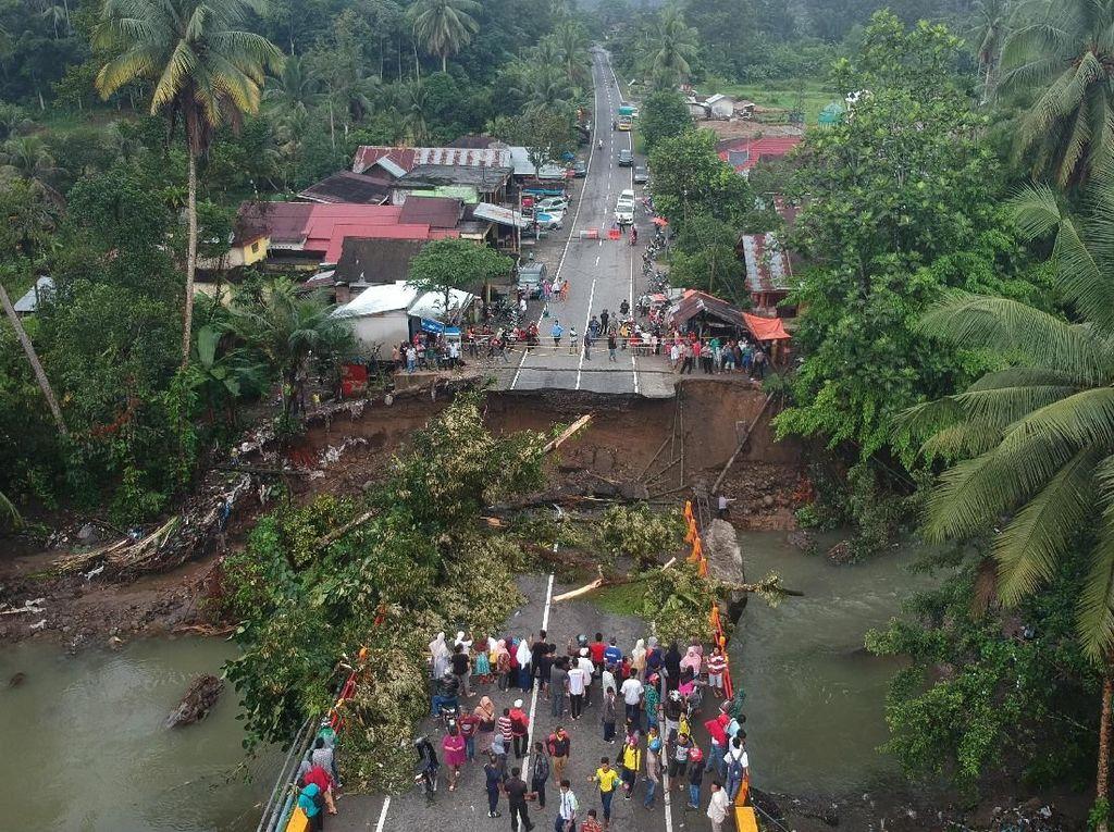 Jembatan Jalan Nasional di Bukittinggi Roboh
