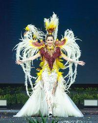 Sonia Fergina Citra tampil memukau ketika penjurian kostum nasional di Miss Universe 2018