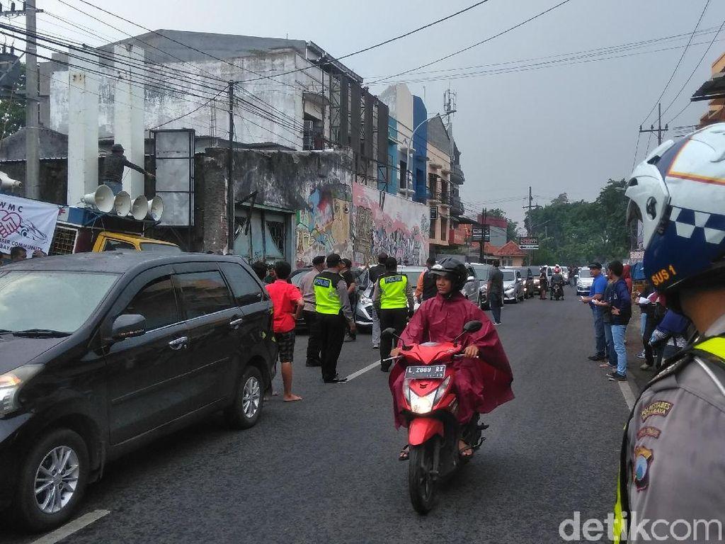 Video Opang Keroyok Driver Ojol di Manggarai karena Rebutan Penumpang