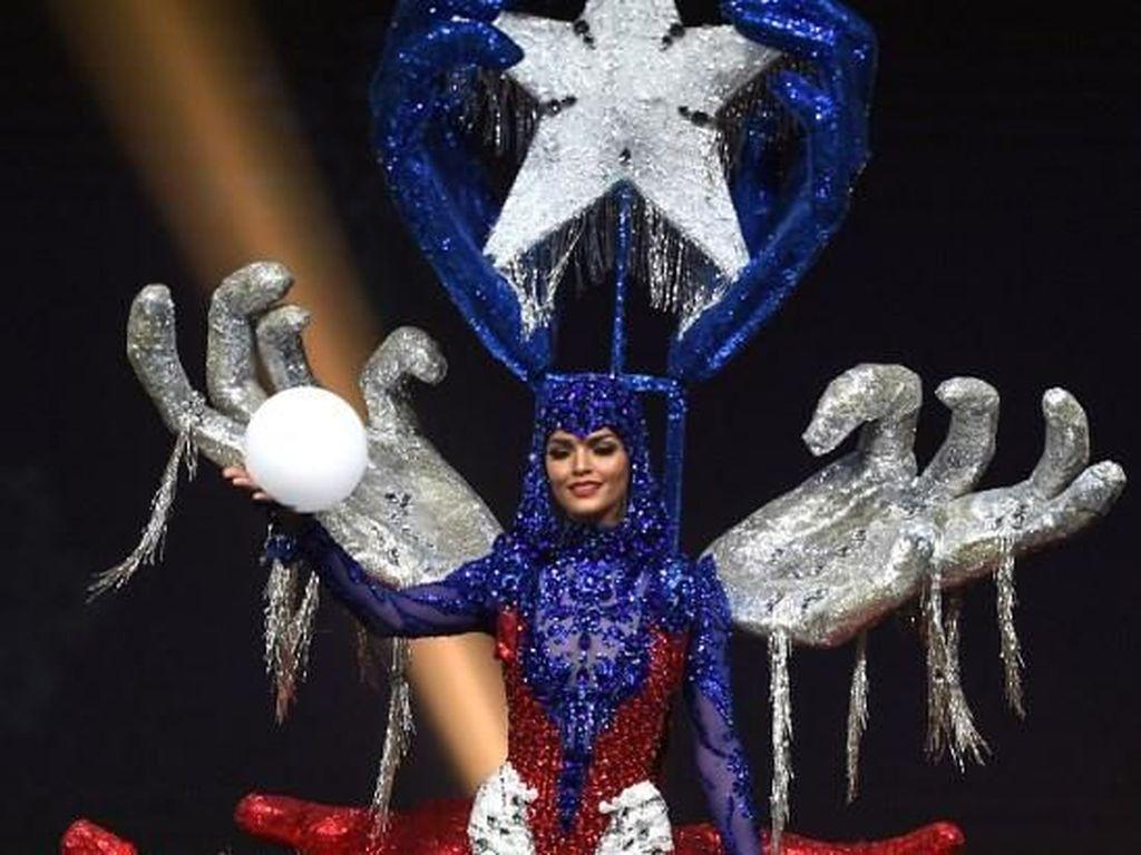 10 Kostum Nasional Terheboh Miss Universe 2018, Ada yang Bawa Candi 50 Kg