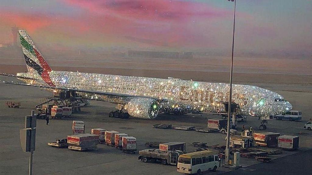 Wow Mevvah! Pesawat Emirates Bling 777 Dilapisi Berlian