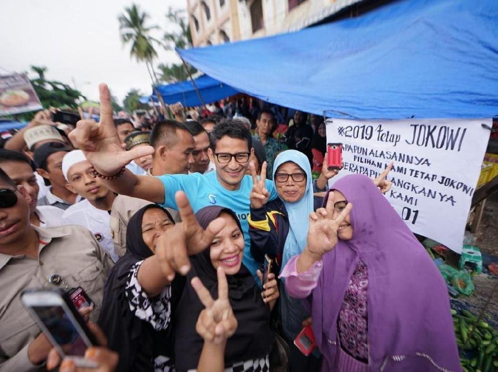 Sandiaga Diminta Pulang Lewat Poster, Ibu-ibu Teriak Jangan!