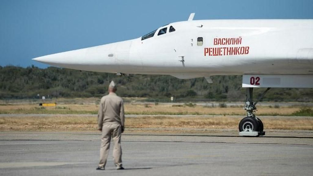 Saat Pesawat Pengebom Berkemampuan Nuklir Rusia Tiba di Venezuela