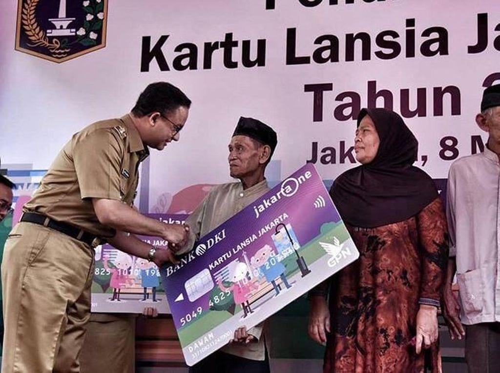 Pemberian Kartu Lansia Jakarta Melebihi Target