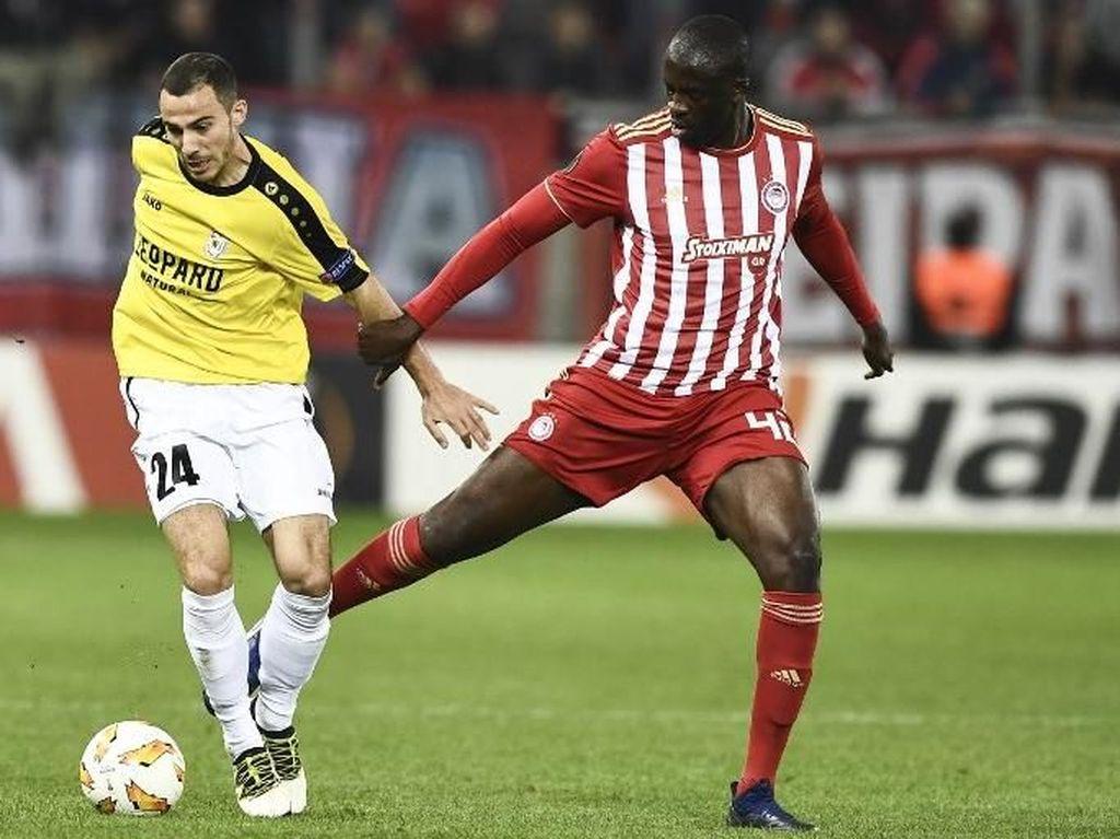 Diputus Kontrak oleh Olympiakos, Yaya Toure pun Nganggur