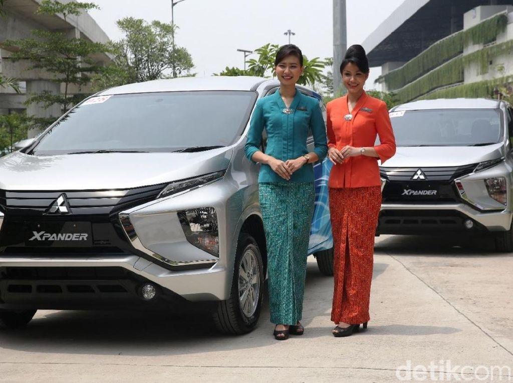 Senyum Pramugari Garuda dan Mobil Barunya
