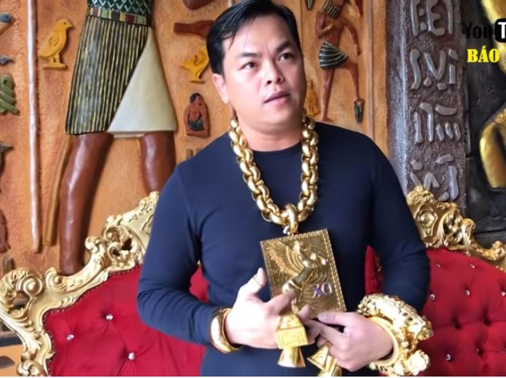 Foto: Pria Tajir Melintir yang Pakai Perhiasan 13 Kg ke Mana-mana