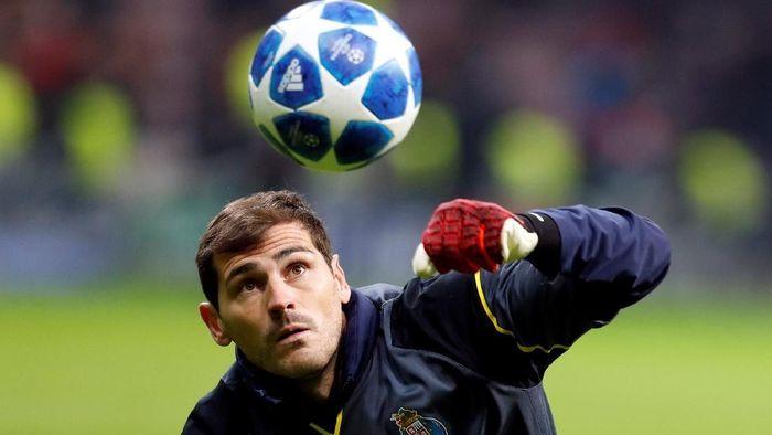 Iker Casillas akan memperpanjang kontraknya di Porto, setelahnya pensiun. (Foto: Murad Sezer/Reuters)