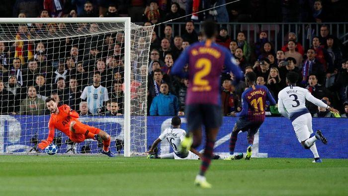 Ousmane Dembele menghancurkan pertahanan Tottenham dengan aksi individunya (Albert Gea/Reuters)