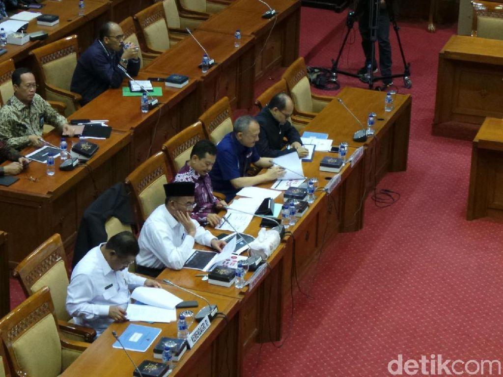 DPR dan Pemerintah Rapat Bahas Nasib Tenaga Honorer
