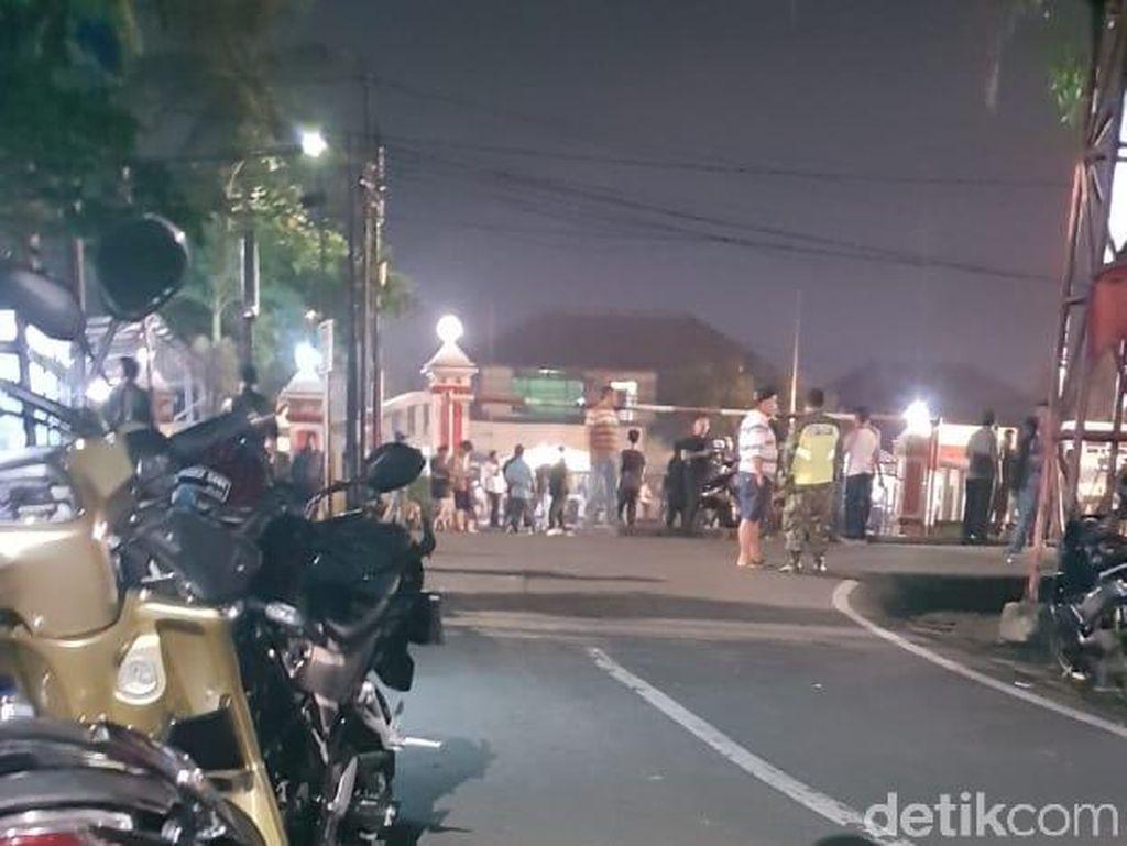 Polsek Ciracas Didatangi Massa, Lalin Jalan Raya Bogor Dialihkan