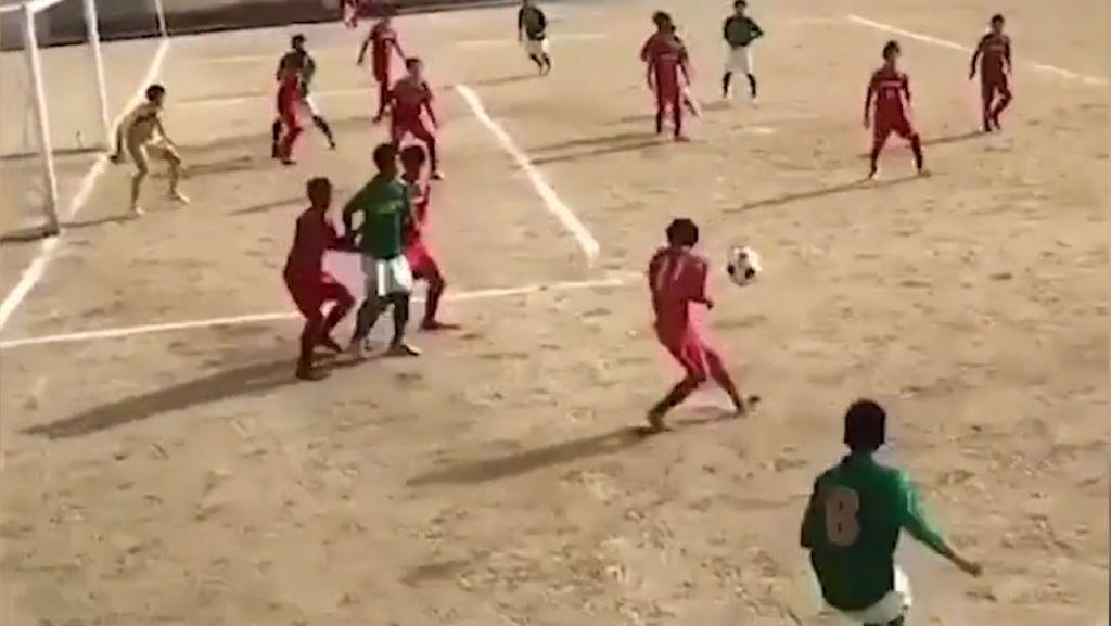 Ciamik! Bocah Ini Sukses Tiru Gol Lengkung Kroos di PD 2018