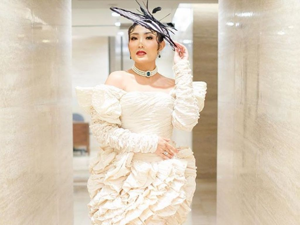 Turunkan Berat Badan, Ayu Dewi Ingin Terlihat Seperti Kim Kardashian