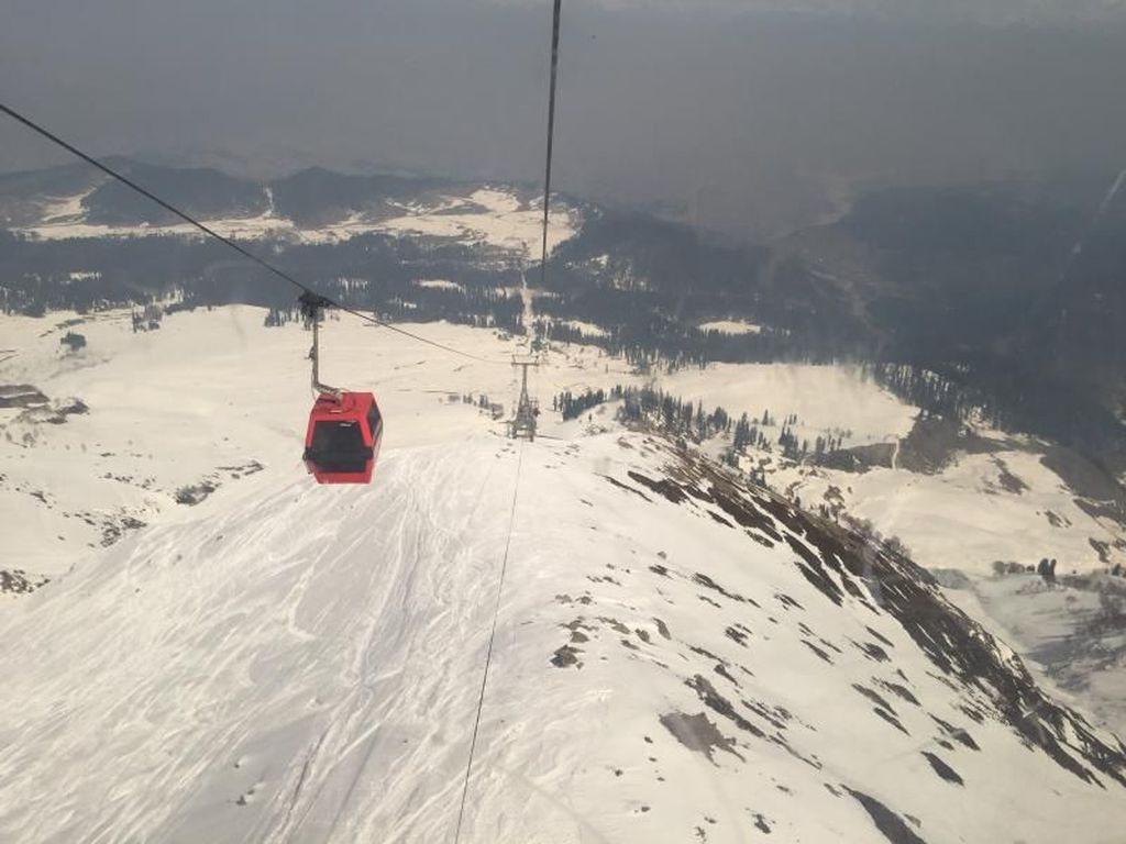 Penyelamatan Dramatis Lima Orang Tertimbun Longsor Salju