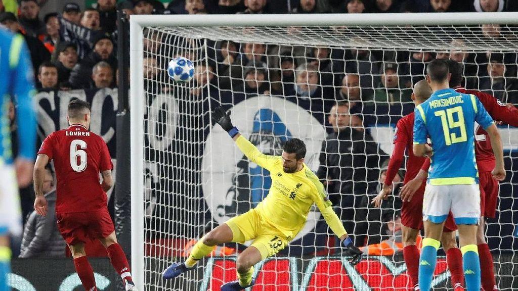 Video: Penyelamatan Dramatis Alisson Bikin Fans Liverpool Tahan Nafas