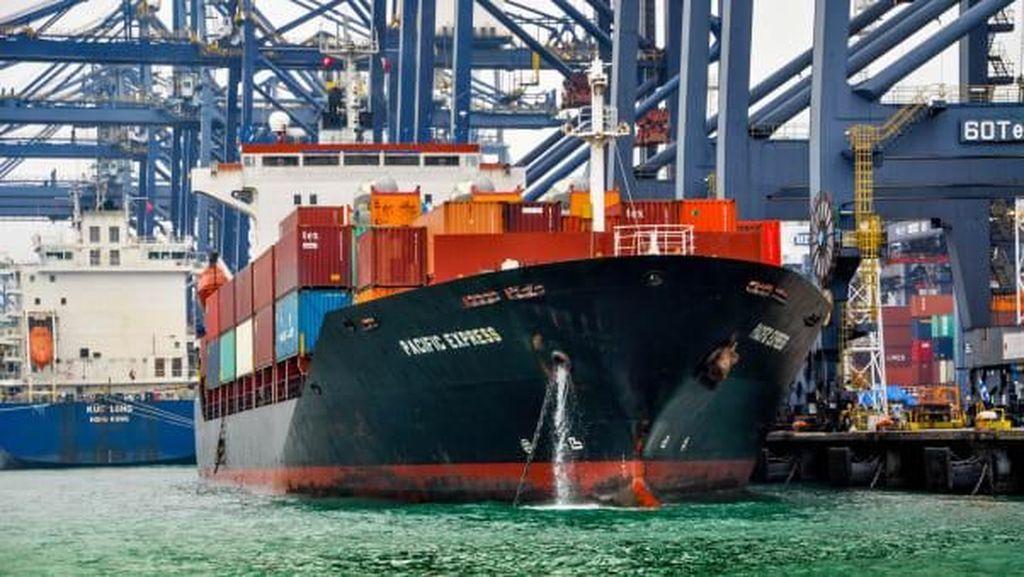 Pelesir ke Salah Satu Pelabuhan Kontainer Terbesar Sedunia