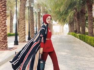 5 Tips Pakai Scarf Ala Dian Pelangi, Pakai Makara Hijab sampai Ikat Pinggang