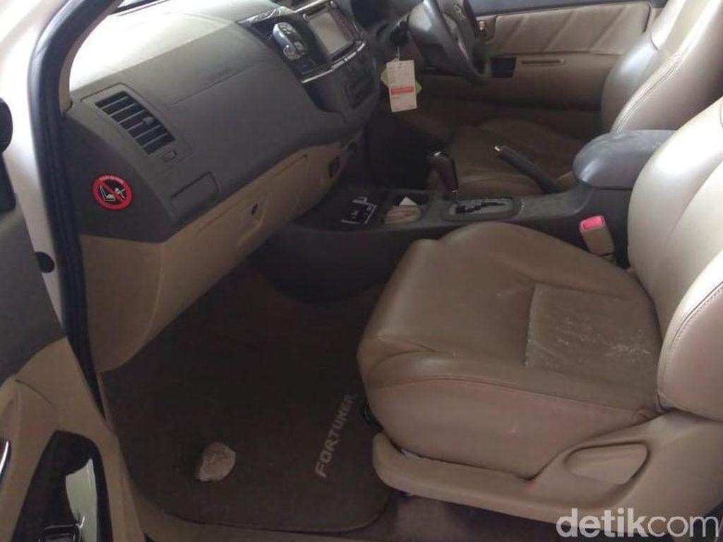 Begini Kondisi Mobil Ketua Gerindra Semarang yang Dilempar Batu