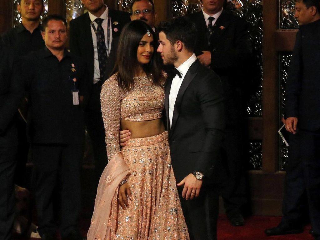 Priyanka Chopra dan Nick Jonas Romantis di Pernikahan Putri Orang Terkaya Asia