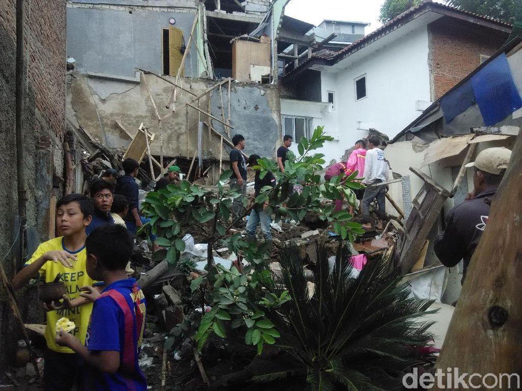 Hujan Badai di Bandung Barat, 2 Rumah Ambruk