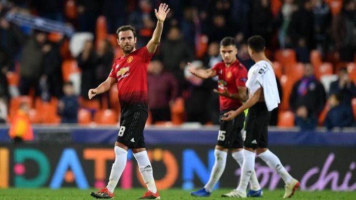Ole Gunnar Solskjaer merasa Juan Mata adalah panutan bagi para pemain Muda Manchester United (Foto: Dan Mullan/Getty Images)
