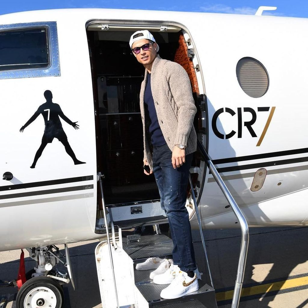Promosikan Celana Dalamnya, Ronaldo Unggah Video Mandi Bola