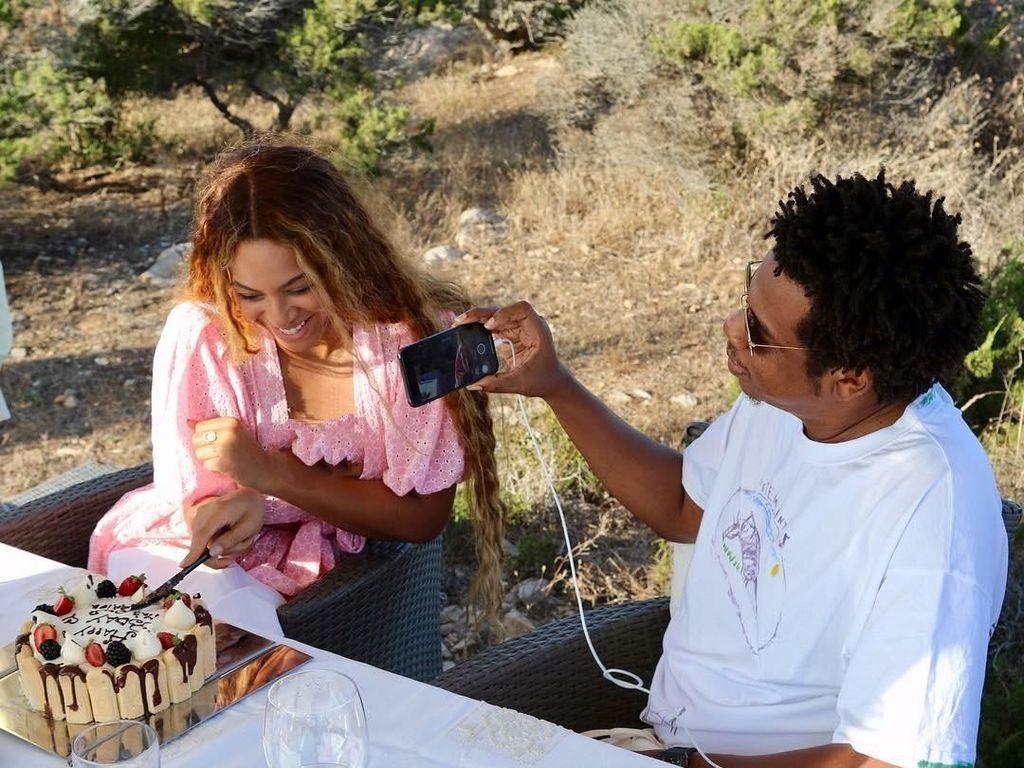 Terima Penghargaan, Beyonce dan Jay-Z Beri Penghormatan ke Meghan Markle